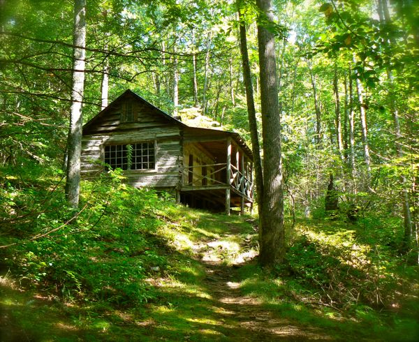 photo of the Mayna Avent cabin in the smokies