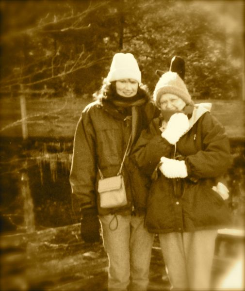 rachelle siegrist and mom in winter