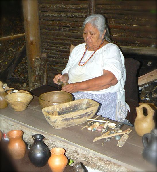 potery demonstration at the cherokee indian village