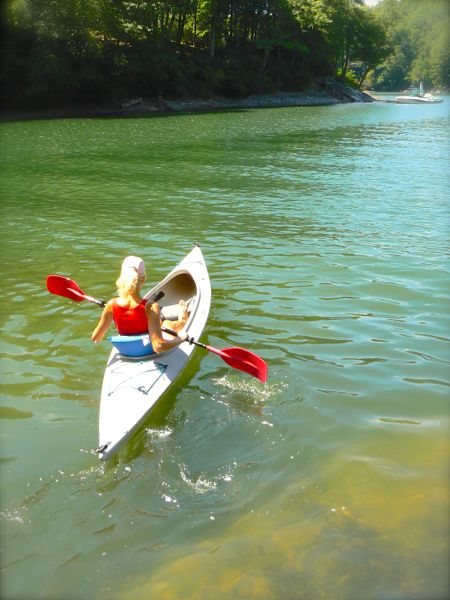 rachelle siegrist kayaking lake glenville in cashiers