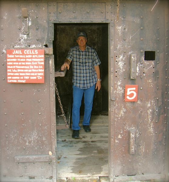 larry davis in museum of appalachia jail cell