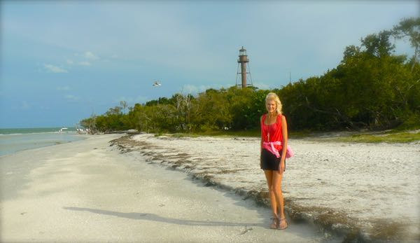 rachelle siegrist with lighthouse on sanibel