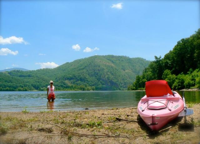 rachelle siegrist with kayak in chilhowee lake