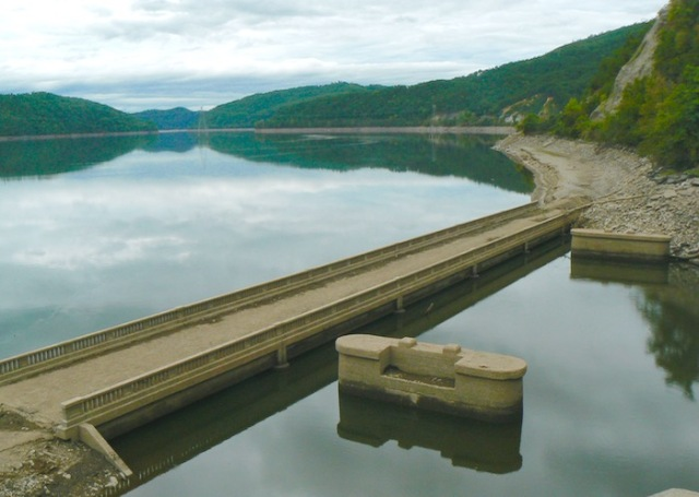 image of chilhowee lake draw down