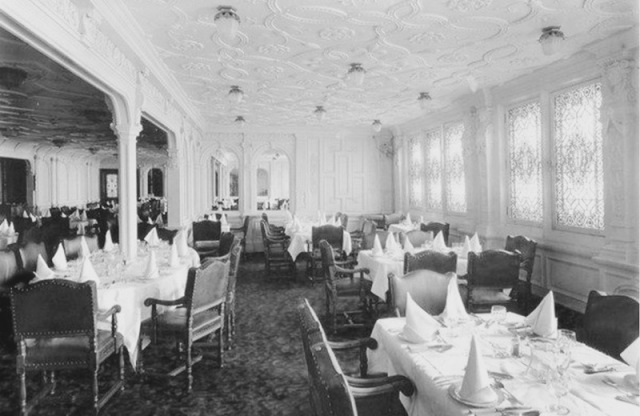 firstclass-dining-room