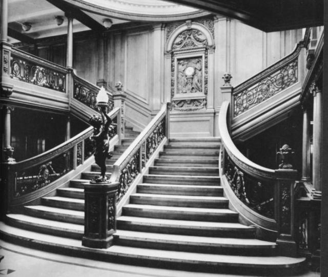 titanic grand staircase.jpeg