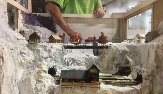 building a model railroad2.jpg