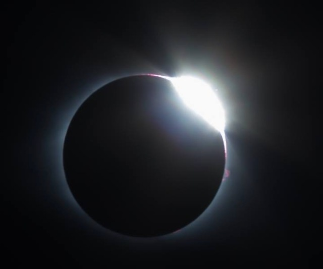 diamond ring effect photo of sun in solar eclipse 2017
