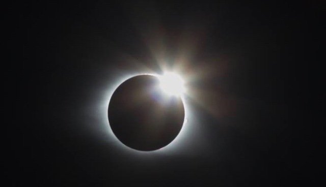 solar eclipse photo of the diamond ring effect