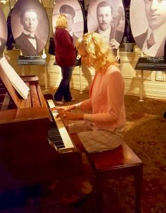 rachelle siegrist playing titanic piano