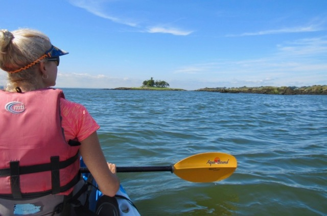 rachelle and wes siegrist kayaking long island sound8