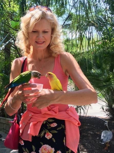 rachelle siegrist with birds san antonio aquarium
