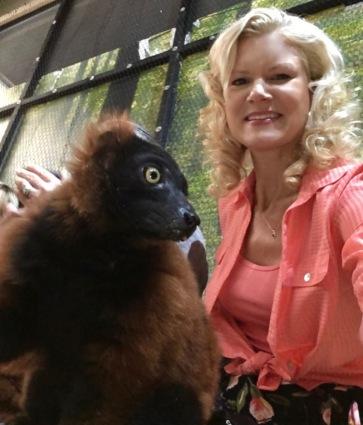 rachelle siegrist with lemurs san antonio aquarium3
